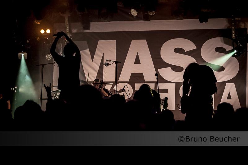 mass_hysteria_001