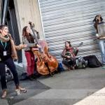 Mini concert improvisé dans la rue avec les Banan'n'jug